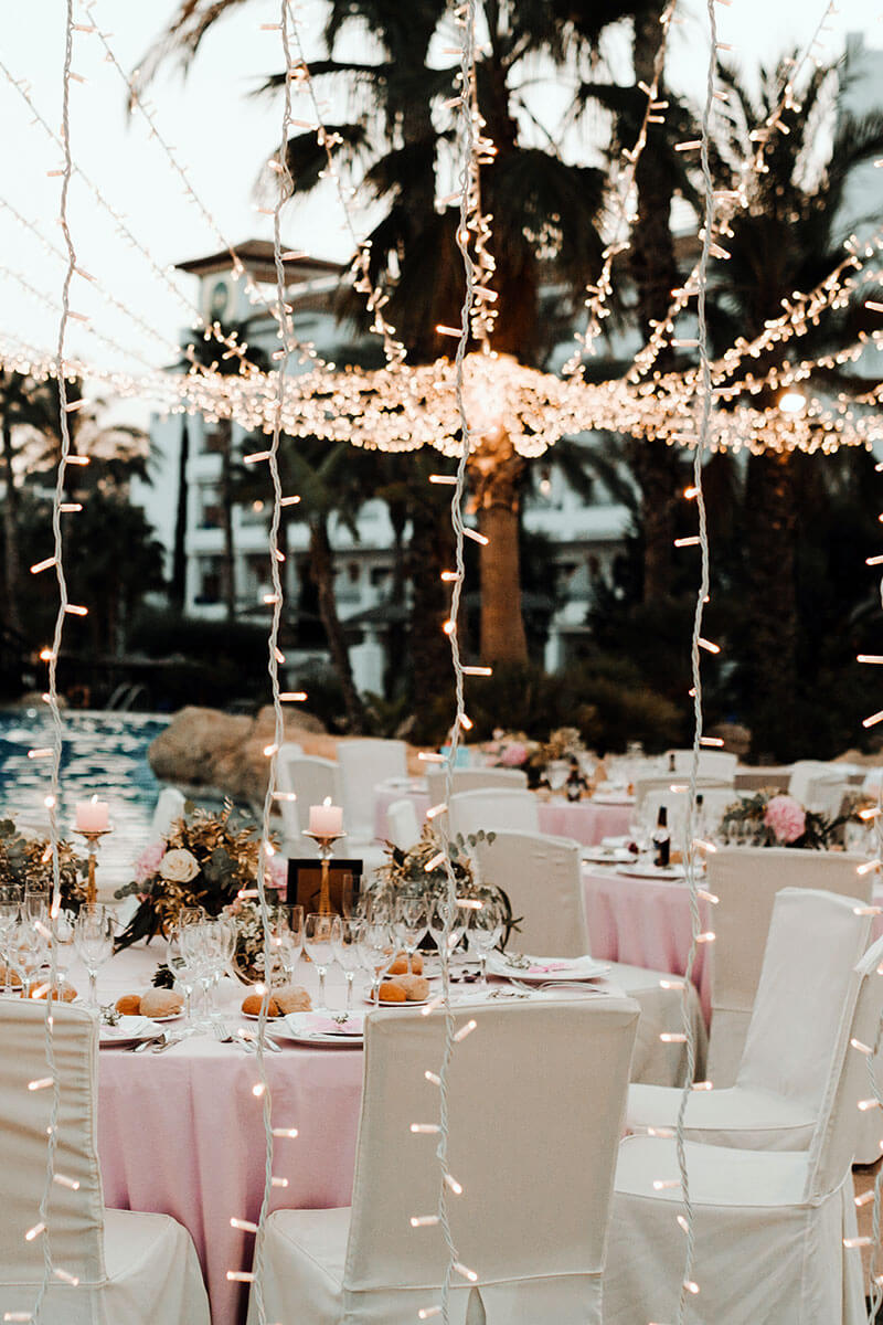 Detalle de iluminación en las mesas